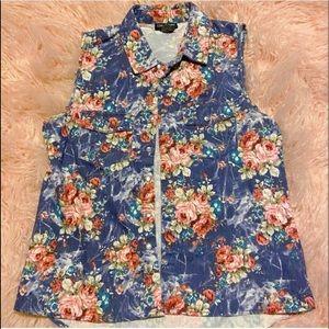 ❤️ BUNDLE 3 for $20 ❤️ Floral button-up blouse